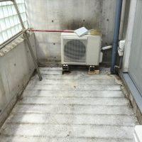 解体後~室外機の配管が破損しない様、高さを一時確保した。