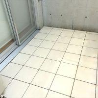 掃出しサッシの水切り形状によりタイルの床レベルを調整。今回は水切りの高さに合わせる。
