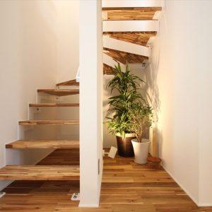 階段下の空間も無駄を排し、住まう方次第で有効に利用できます。